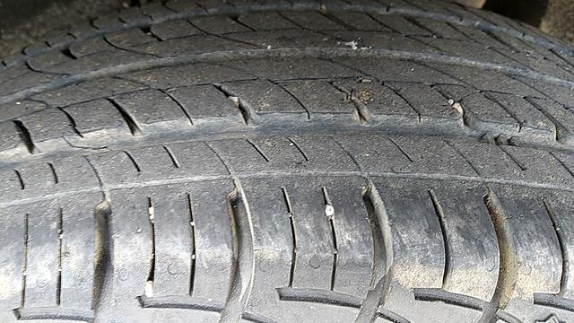 LEFT REAR TYRE TREAD VIEW