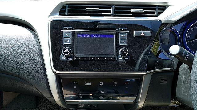MUSIC SYSTEM & AC CONTROL VIEW