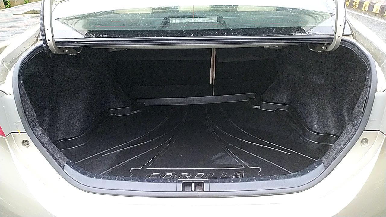 Spinny Assured Toyota Corolla Altis boot space