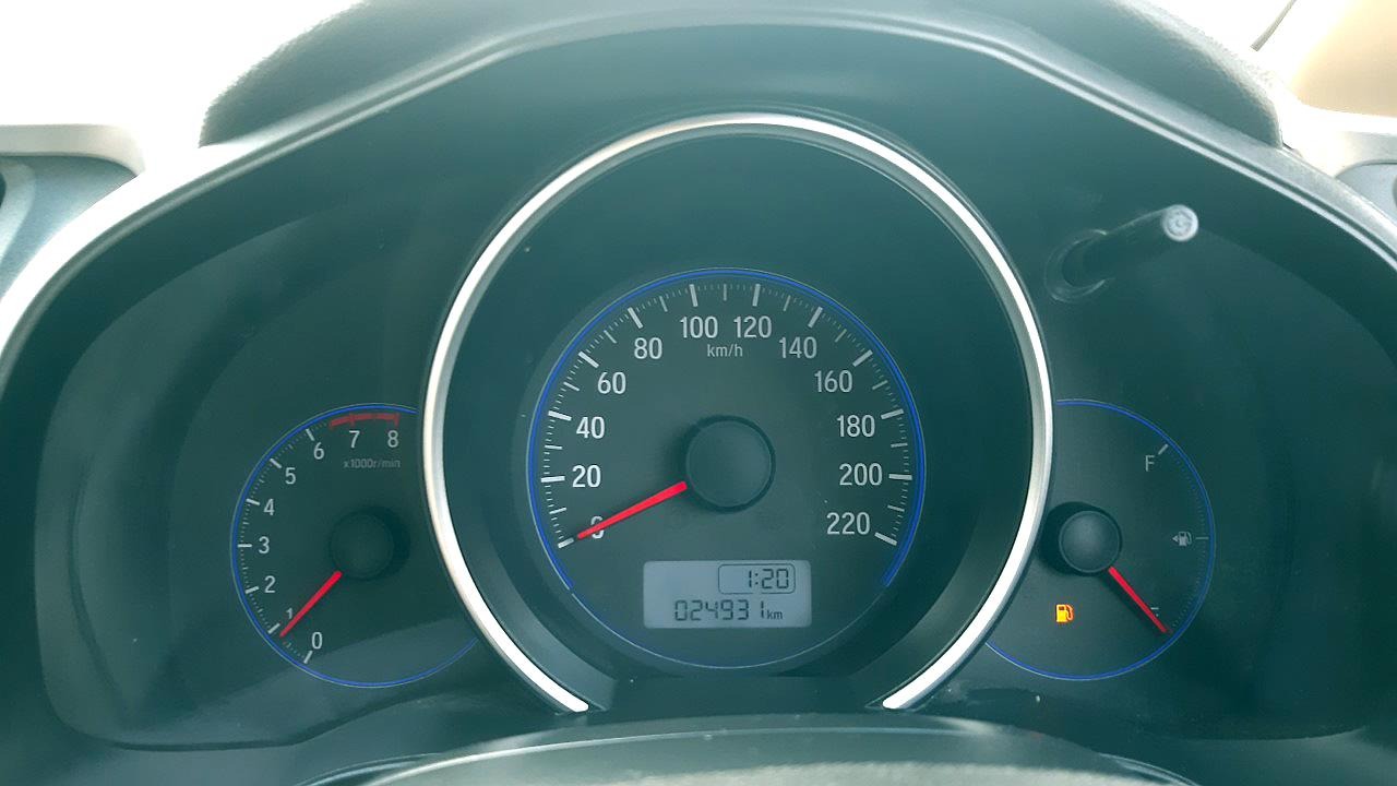 Spinny Assured Honda Jazz instrument display