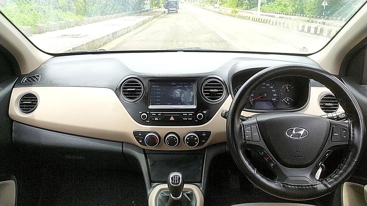 Spinny Hyundai Xcent Interiors