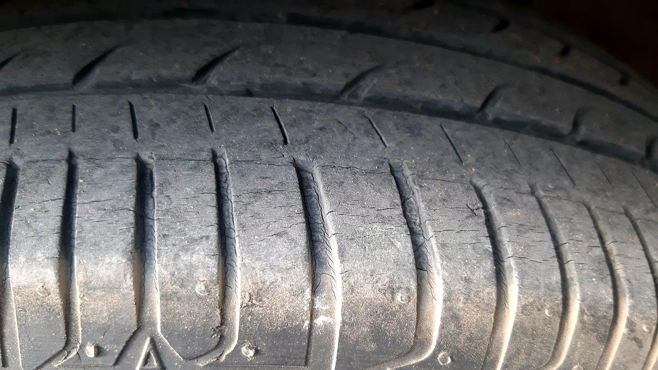 Spinny Assured Honda Jazz tyres