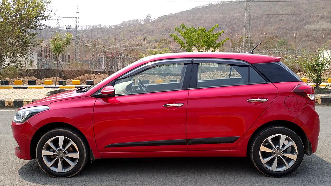 Spinny Assured used Hyundai Elite i20 side