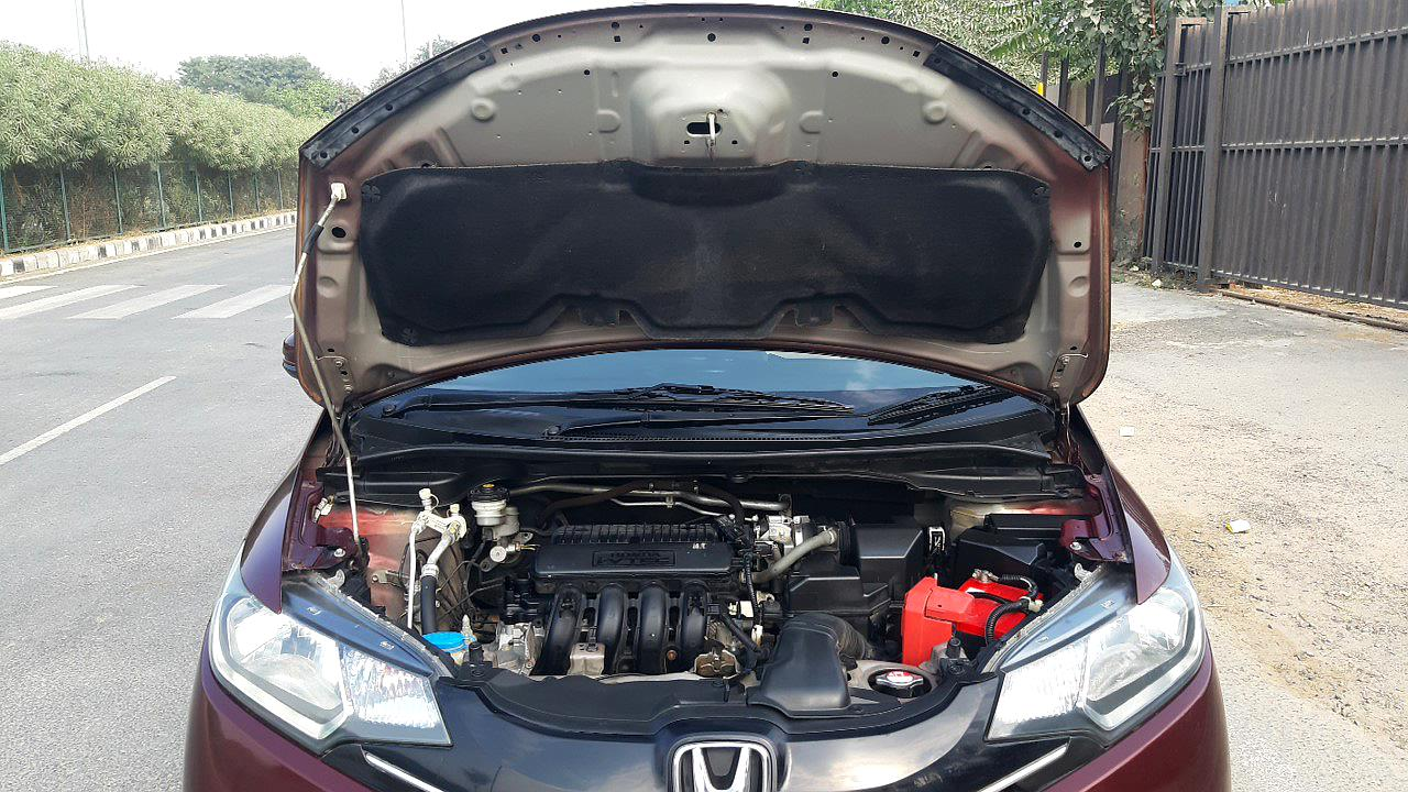 Spinny Assured Honda Jazz engine compartment