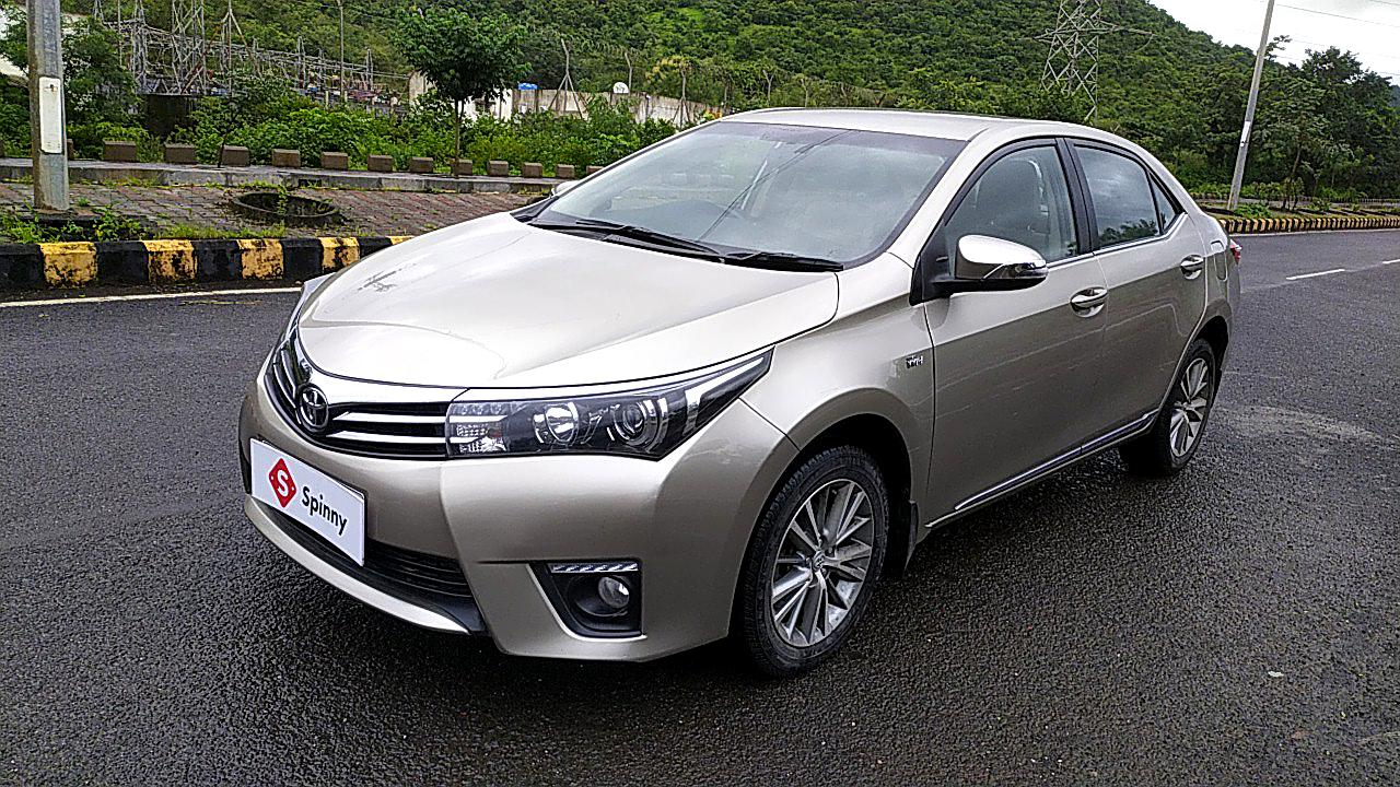 Spinny Assured Toyota Corolla Altis side-front
