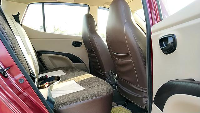 RIGHT SIDE REAR DOOR CABIN VIEW