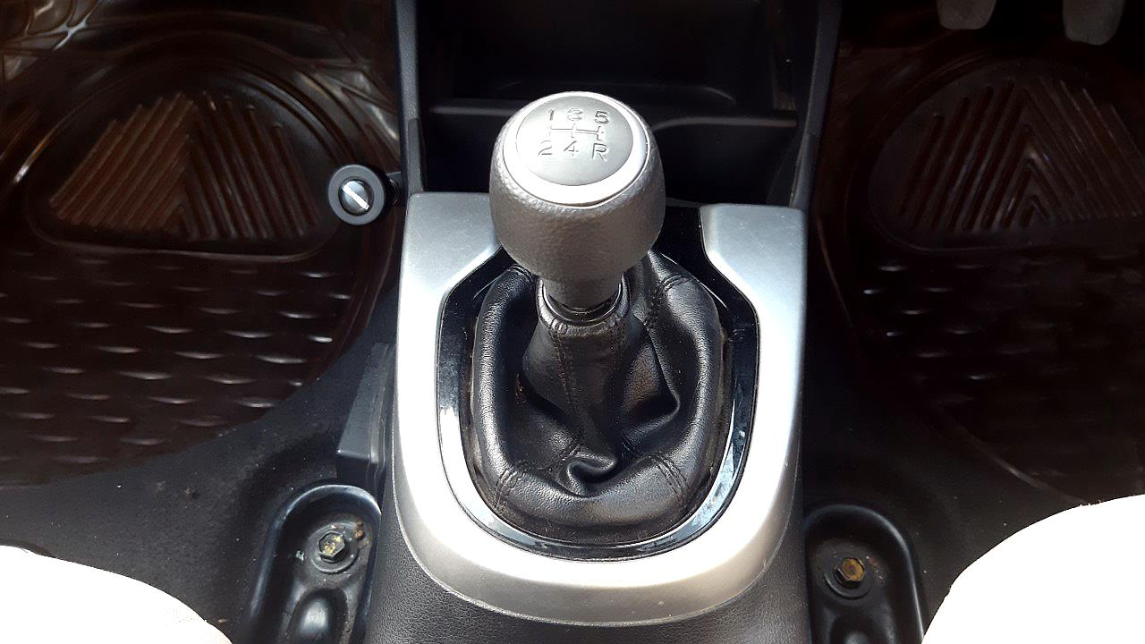 Spinny Assured Honda Jazz gearstick