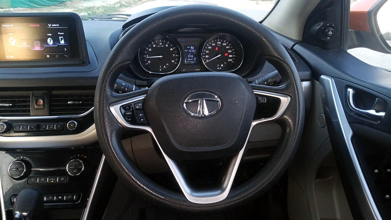 Spinny Assured used Tata Nexon steering wheel and centre console