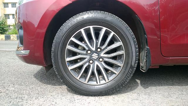 LEFT FRONT TYRE RIM VIEW