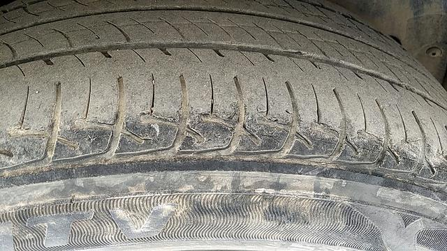 RIGHT REAR TYRE TREAD VIEW