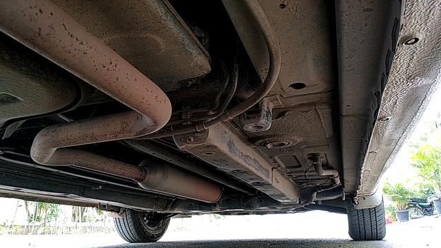 REAR RIGHT UNDERBODY VIEW