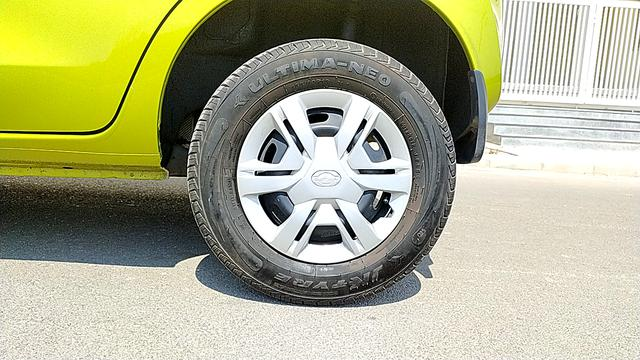 LEFT REAR TYRE RIM VIEW
