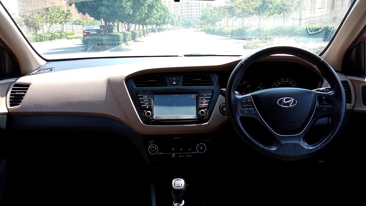 Spinny Assured used Hyundai Elite i20 dashboard