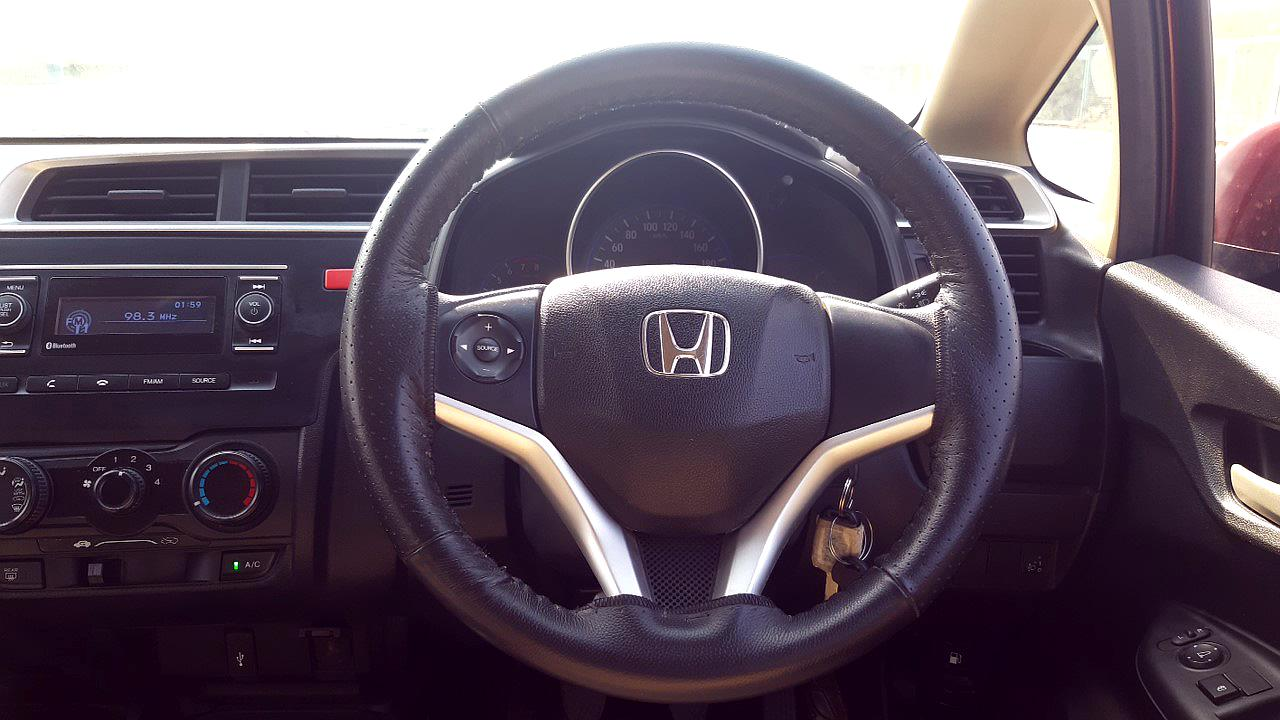 Spinny Assured Honda Jazz steering