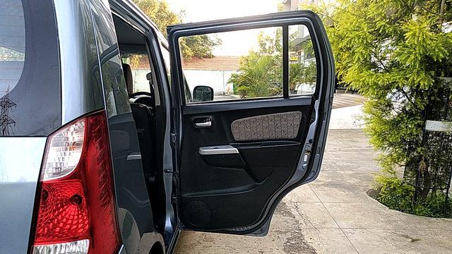 RIGHT REAR DOOR OPEN VIEW