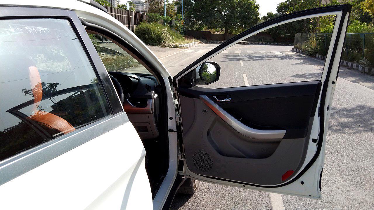 Spinny Assured used Tata Nexon driver side door